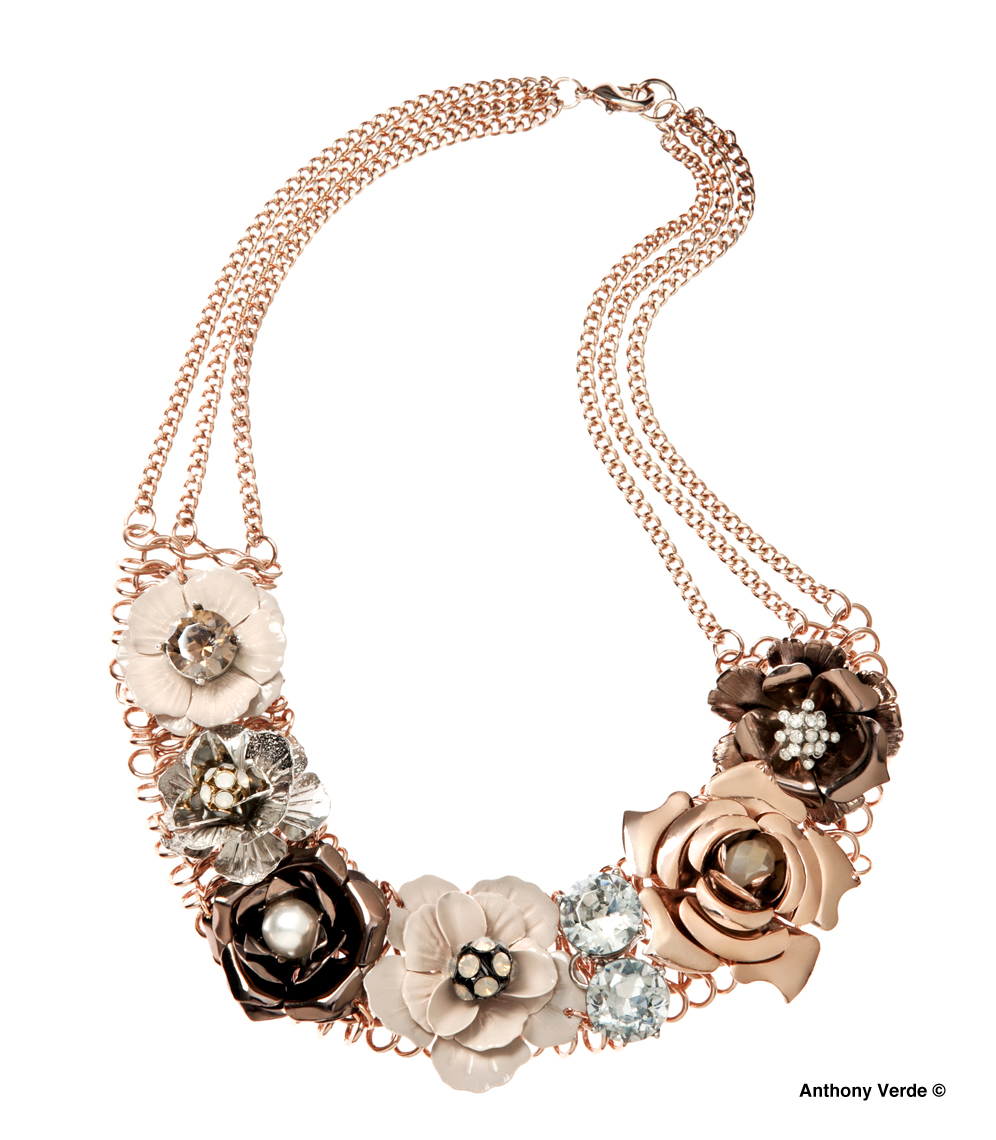 flower-necklace-product-photography