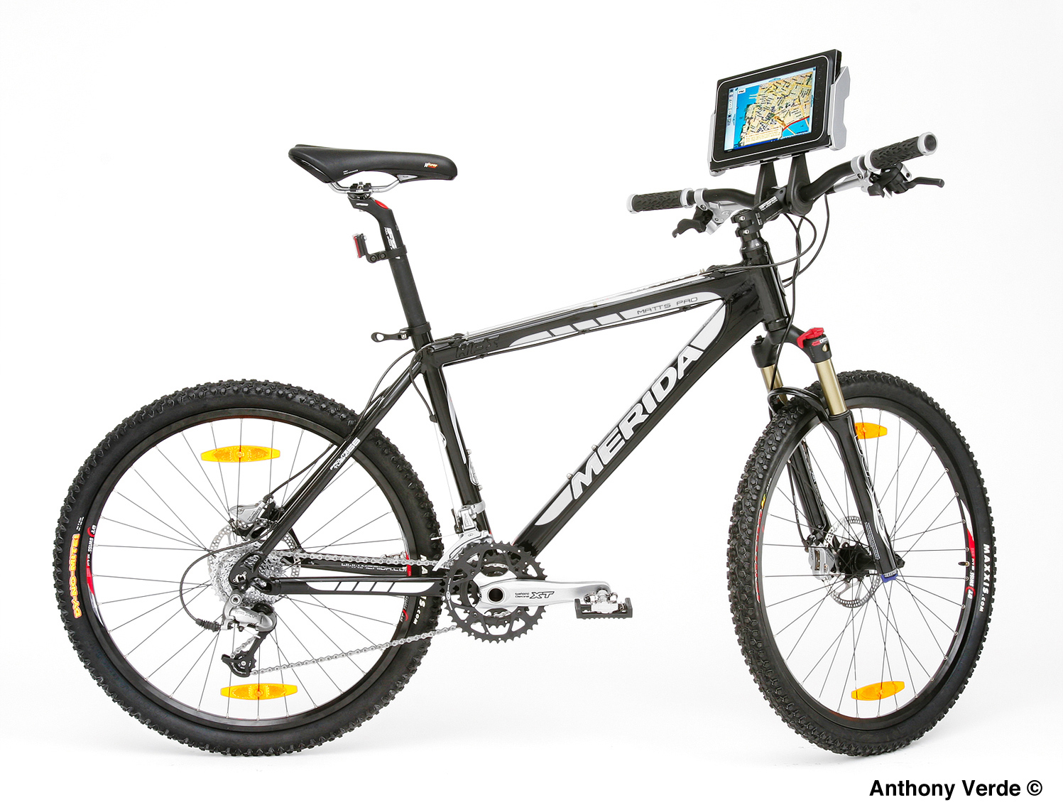 bike-digital-screen-product-photography