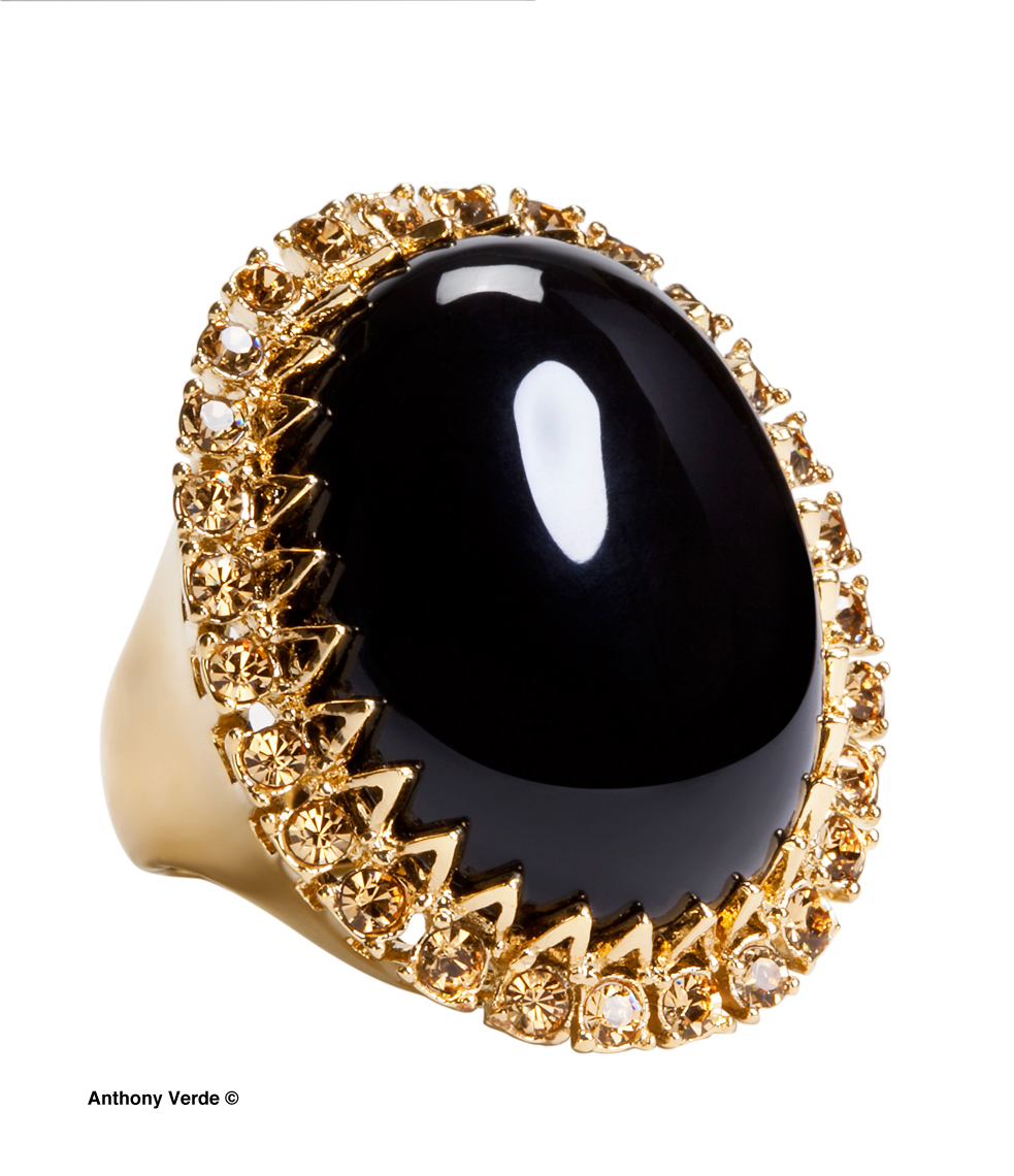 gold-ring-black-stone-product-photography